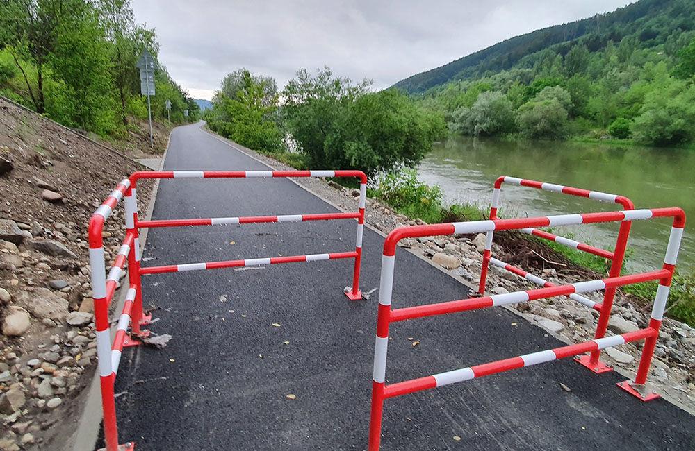 FOTO: Novú cyklotrasu popri Váhu poškodil prívalový dažď v mieste obchádzky kanalizačnej stoky, foto 10