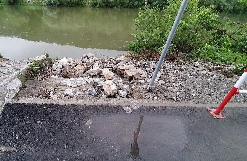 FOTO: Novú cyklotrasu popri Váhu poškodil prívalový dažď v mieste obchádzky kanalizačnej stoky, foto 14