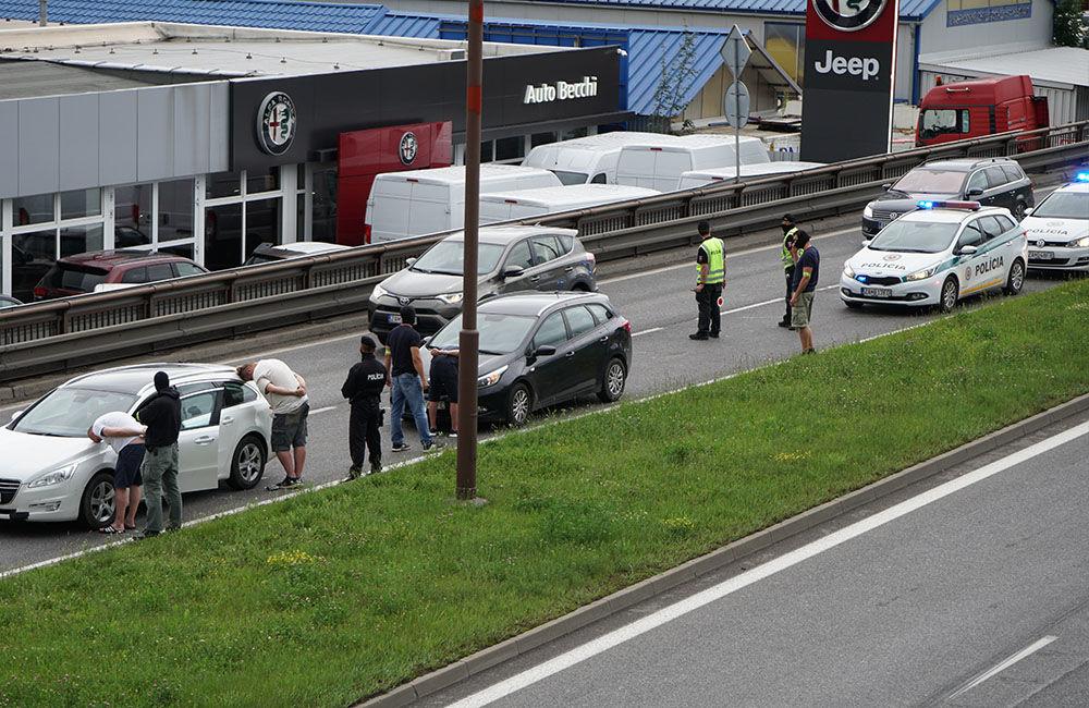 V pondelok 29. júna prebehla policajná akcia na Košickej ulici v Žiline, foto 1