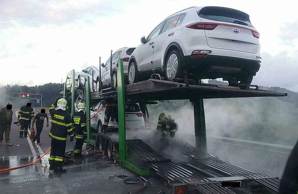 FOTO: Požiar nákladného auta na diaľnici D3 pri obci Skalité 6.7.2020, foto 4