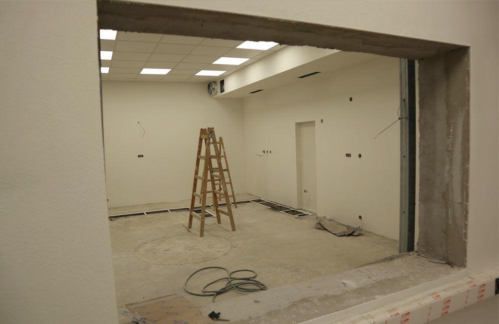 FOTO: Stavebný ruch v žilinskej nemocnici neutícha, na oddelení onkológie inštalujú nové zariadenia, foto 4
