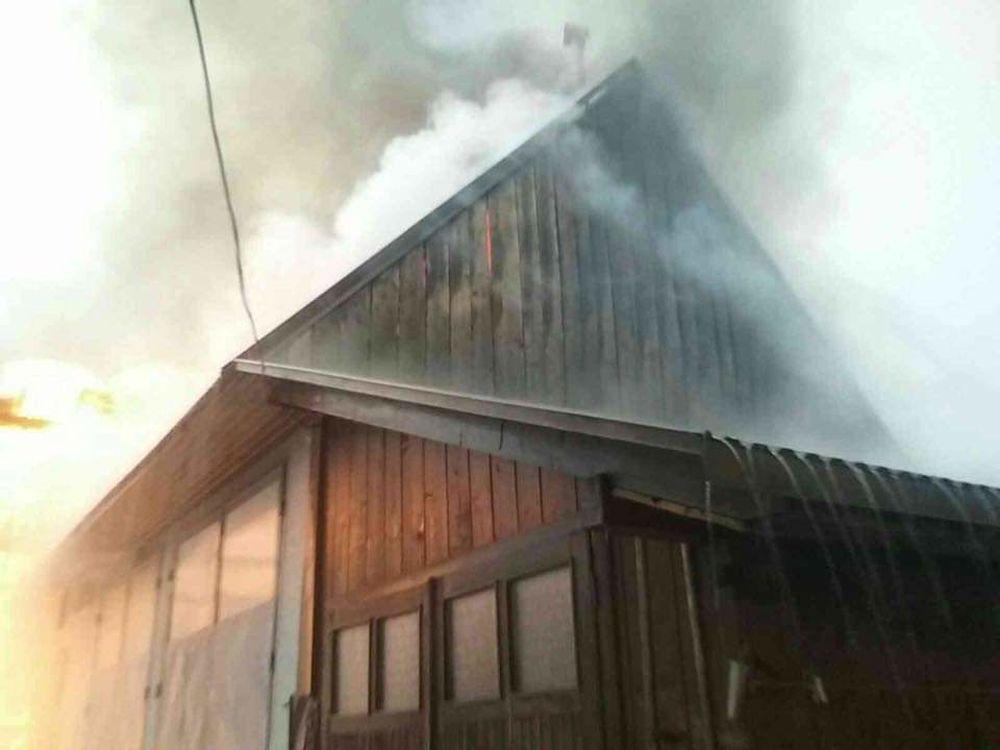 FOTO: Na Orave horia humná, zasahuje takmer štyridsať profesionálnych a dobrovoľných hasičov, foto 2