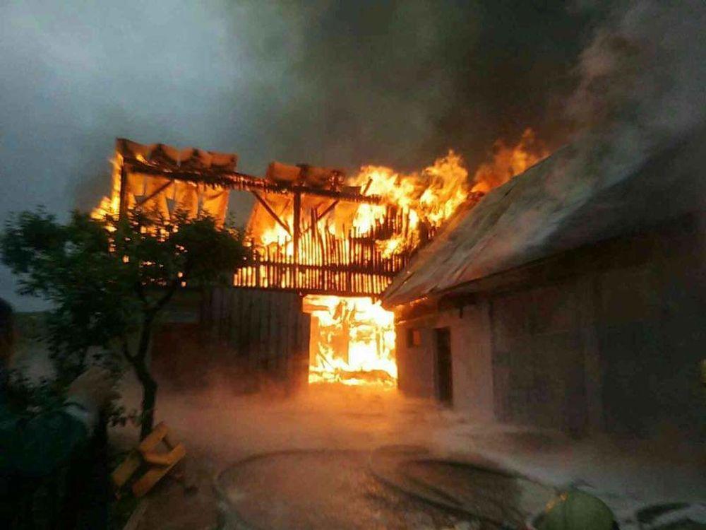 FOTO: Na Orave horia humná, zasahuje takmer štyridsať profesionálnych a dobrovoľných hasičov, foto 3