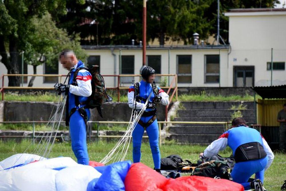 Vrtuľník nad Žilinou a zoskoky výsadkárov 2020, foto 3