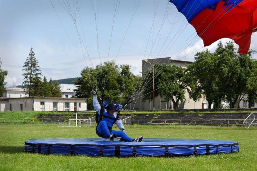 Vrtuľník nad Žilinou a zoskoky výsadkárov 2020, foto 6