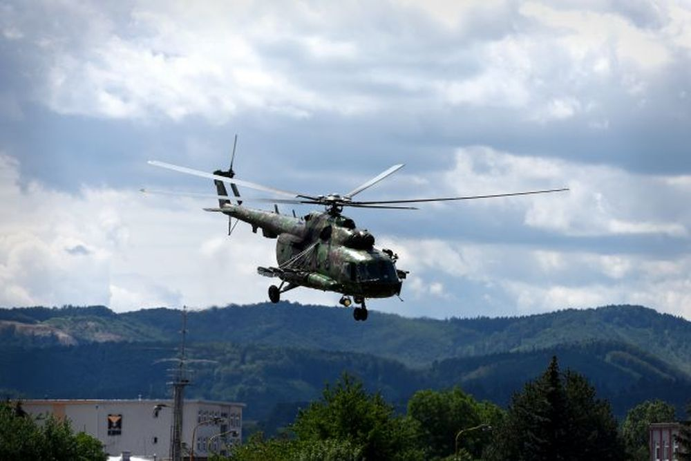 Vrtuľník nad Žilinou a zoskoky výsadkárov 2020, foto 8