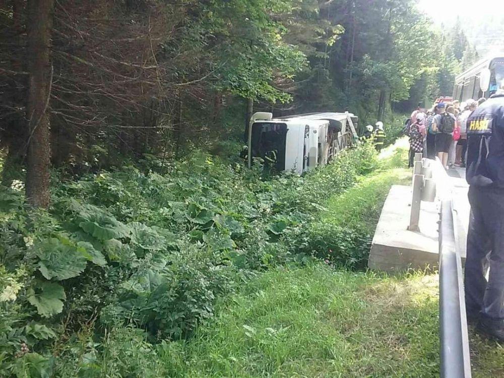 FOTO: Dopravná nehoda autobusu na Donovaloch 20.7.2020, foto 3