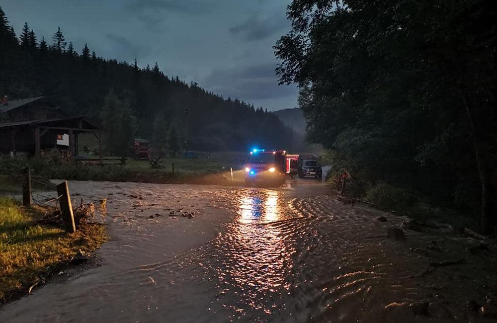 FOTO: Následky prívalových dažďov v piatok 24. júla odstraňovali v okresoch Žilina a Čadca, foto 5