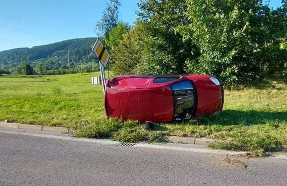 FOTO: Na vjazde do Žiliny od Terchovej havaroval 67-ročný vodič, pri kontrole nafúkal 2,56 promile, foto 2