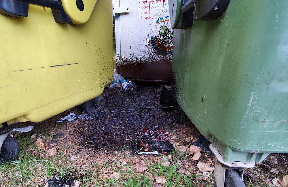 FOTO: Medzi kontajnery na separovaný odpad v mestskej časti Rosinky niekto vylial asfaltovú emulziu, foto 3