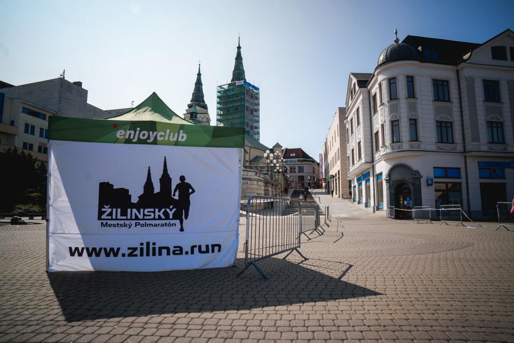 FOTO: Na Hlinkovom námestí odštartoval Žilinský mestský polmaratón 2020, foto 2