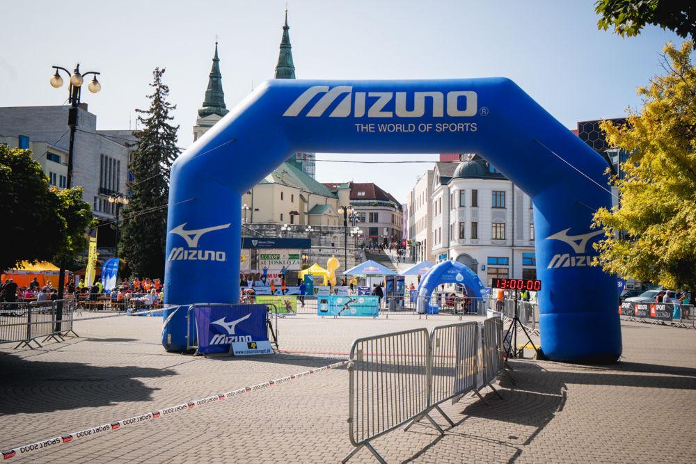 FOTO: Na Hlinkovom námestí odštartoval Žilinský mestský polmaratón 2020, foto 5