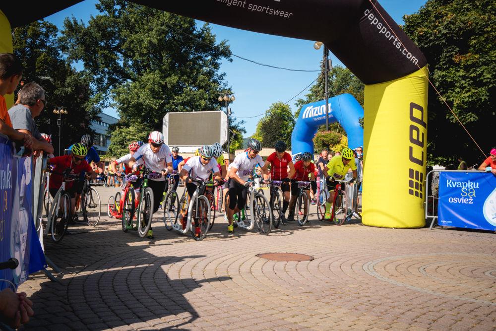 FOTO: Na Hlinkovom námestí odštartoval Žilinský mestský polmaratón 2020, foto 7