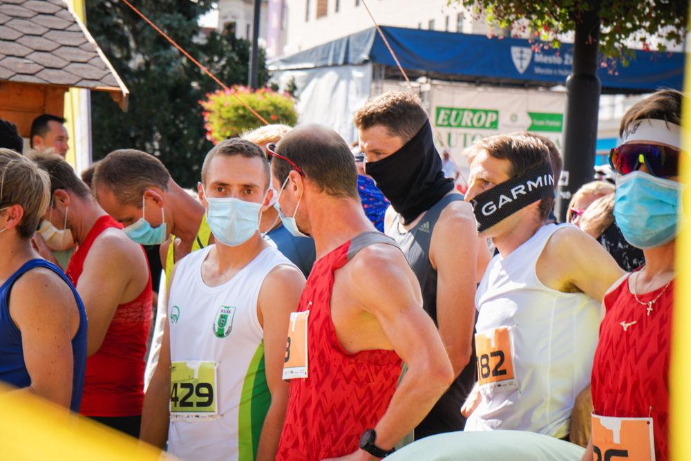 FOTO: Na Hlinkovom námestí odštartoval Žilinský mestský polmaratón 2020, foto 11