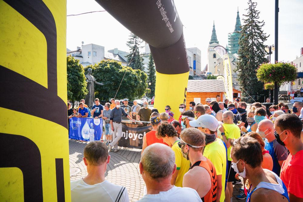 FOTO: Na Hlinkovom námestí odštartoval Žilinský mestský polmaratón 2020, foto 12