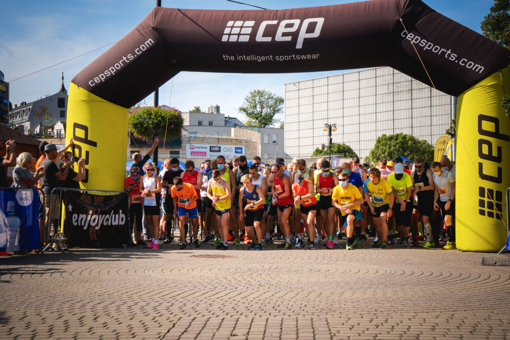 FOTO: Na Hlinkovom námestí odštartoval Žilinský mestský polmaratón 2020, foto 16