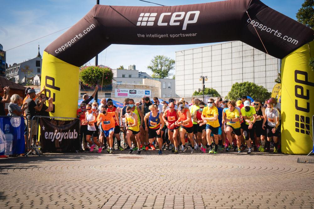 FOTO: Na Hlinkovom námestí odštartoval Žilinský mestský polmaratón 2020, foto 17