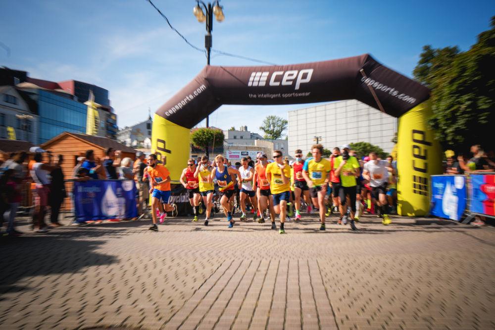 FOTO: Na Hlinkovom námestí odštartoval Žilinský mestský polmaratón 2020, foto 1