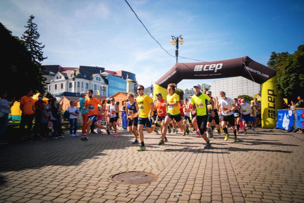 FOTO: Na Hlinkovom námestí odštartoval Žilinský mestský polmaratón 2020, foto 18