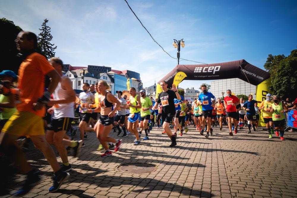 FOTO: Na Hlinkovom námestí odštartoval Žilinský mestský polmaratón 2020, foto 21