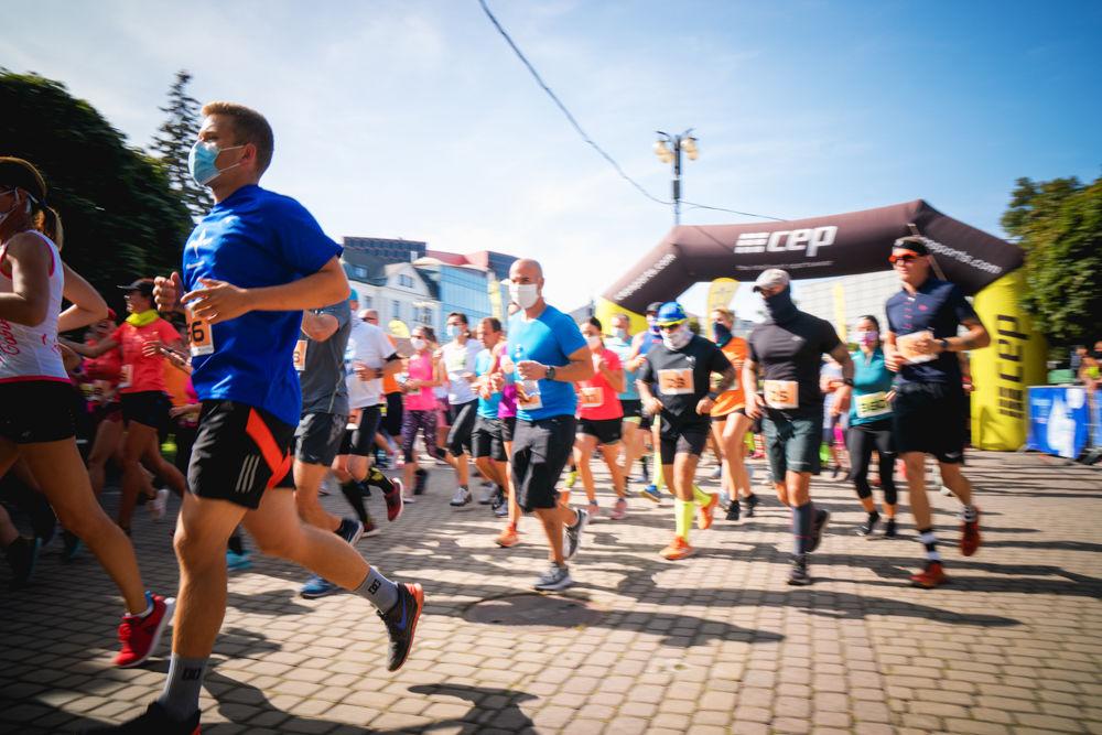 FOTO: Na Hlinkovom námestí odštartoval Žilinský mestský polmaratón 2020, foto 22