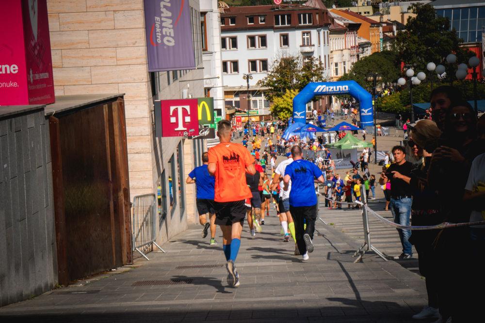 FOTO: Na Hlinkovom námestí odštartoval Žilinský mestský polmaratón 2020, foto 31
