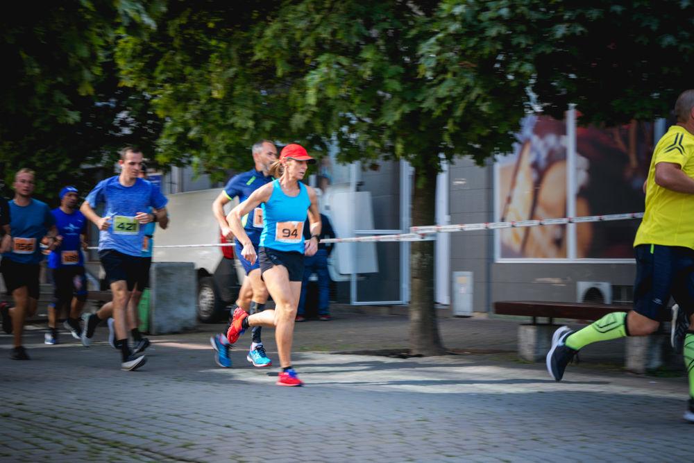 FOTO: Na Hlinkovom námestí odštartoval Žilinský mestský polmaratón 2020, foto 25