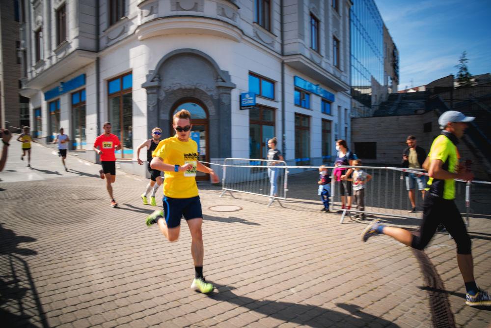 FOTO: Na Hlinkovom námestí odštartoval Žilinský mestský polmaratón 2020, foto 29