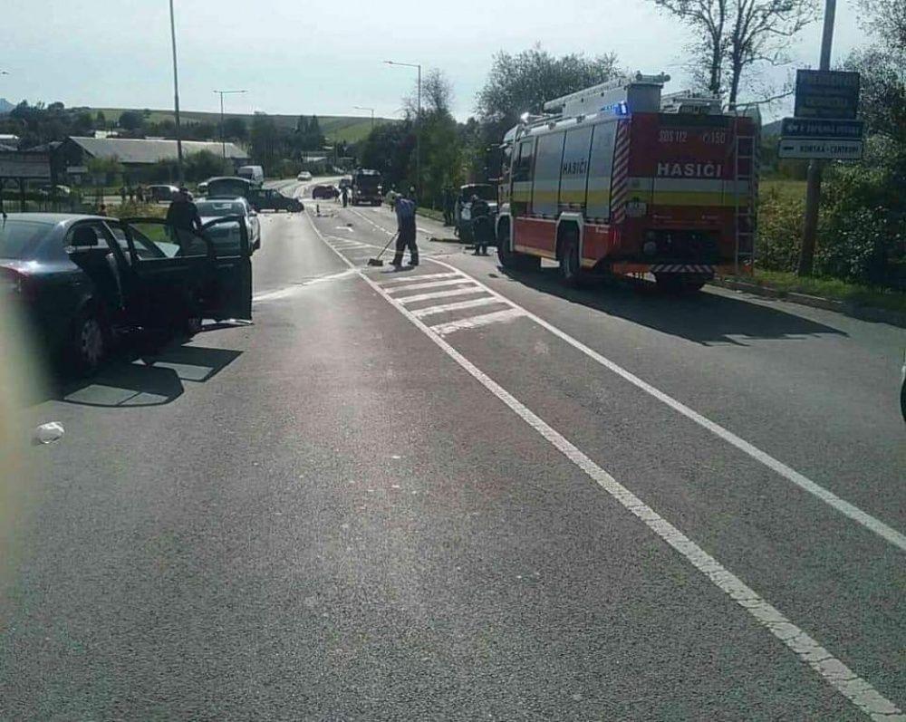 FOTO: Pri Rajeckých Tepliciach došlo k vážnej dopravnej nehode, zasahuje aj vrtuľník, foto 2