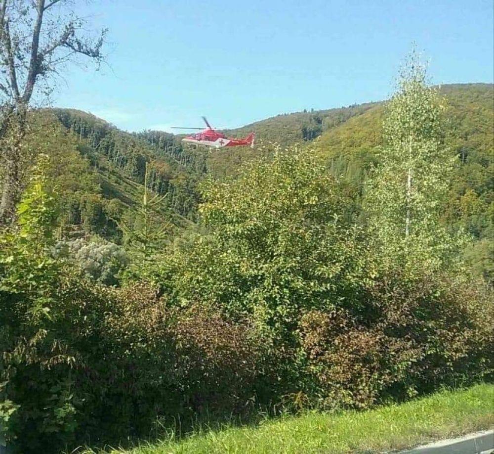 FOTO: Pri Rajeckých Tepliciach došlo k vážnej dopravnej nehode, zasahuje aj vrtuľník, foto 4