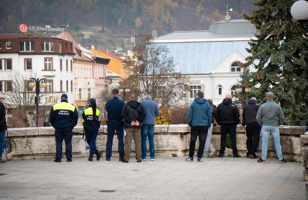 FOTO: V Žiline sa zišlo niekoľko stoviek ľudí na protest proti vládnym opatreniam, foto 7