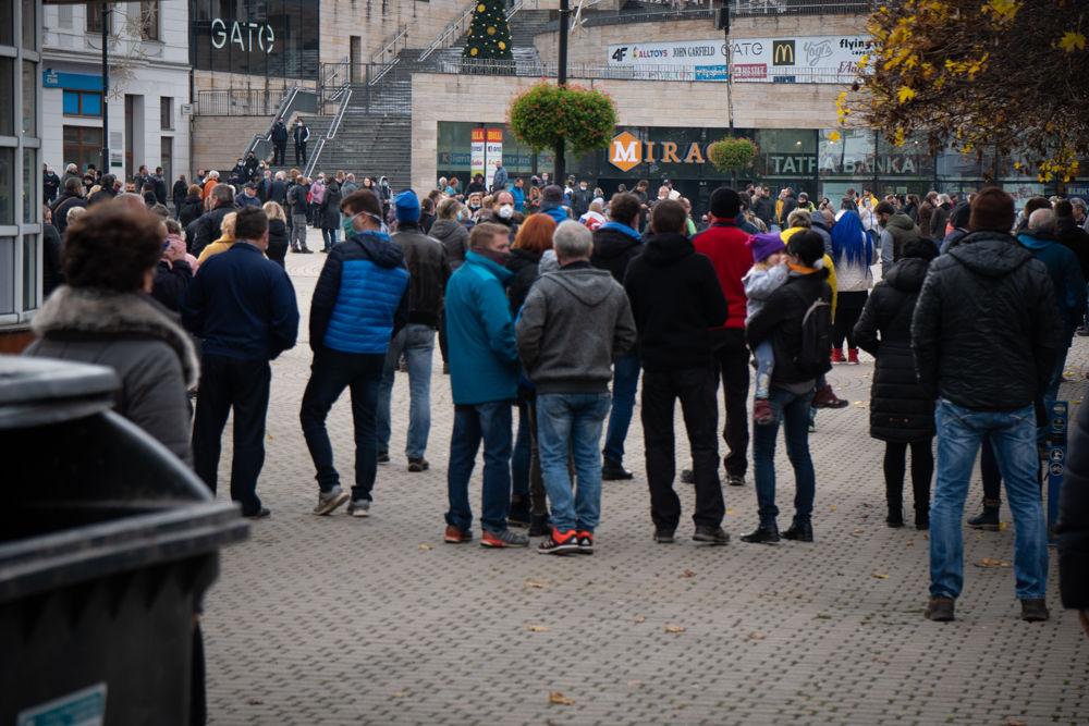 FOTO: V Žiline sa zišlo niekoľko stoviek ľudí na protest proti vládnym opatreniam, foto 4