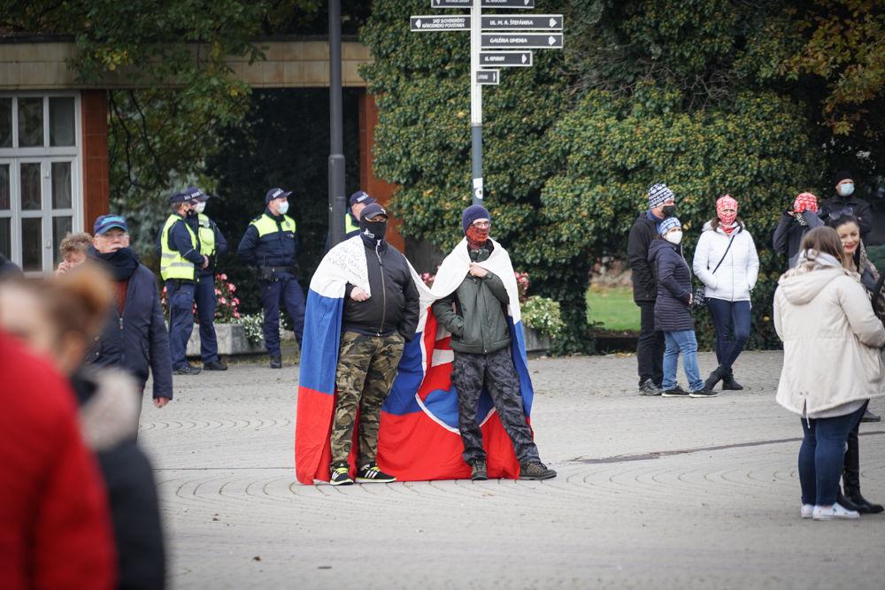 FOTO: V Žiline sa zišlo niekoľko stoviek ľudí na protest proti vládnym opatreniam, foto 9