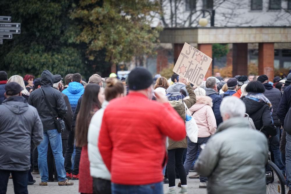 FOTO: V Žiline sa zišlo niekoľko stoviek ľudí na protest proti vládnym opatreniam, foto 14
