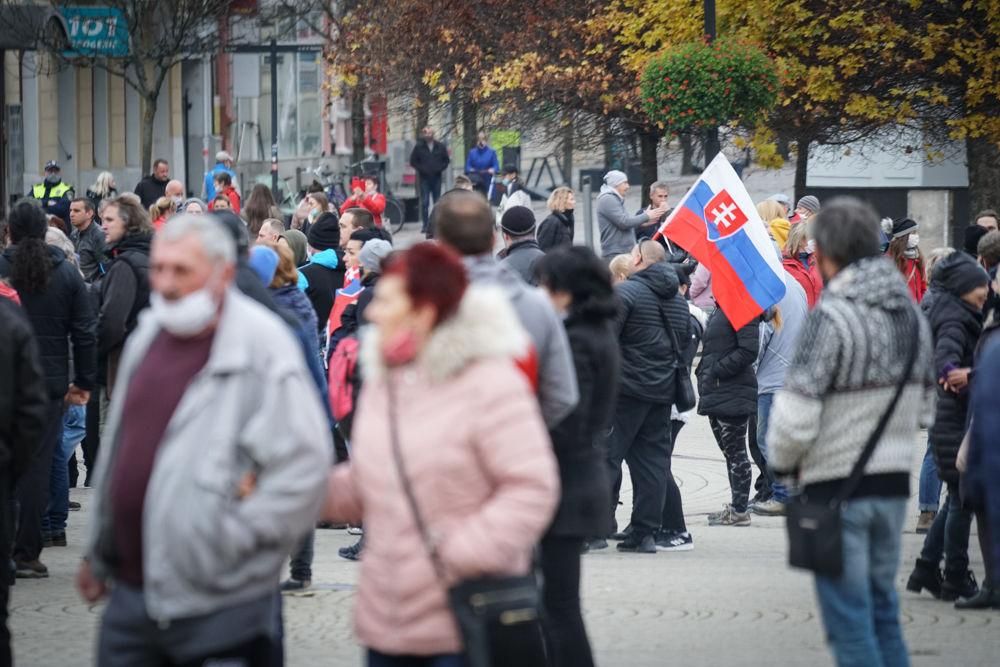 FOTO: V Žiline sa zišlo niekoľko stoviek ľudí na protest proti vládnym opatreniam, foto 15