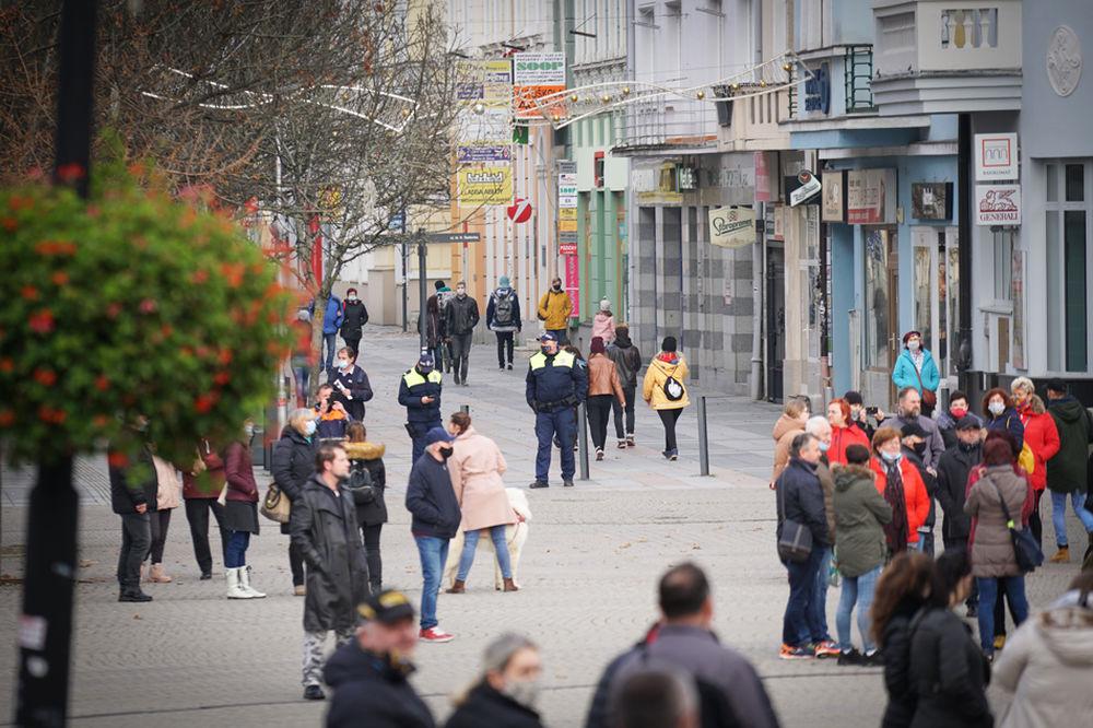 FOTO: V Žiline sa zišlo niekoľko stoviek ľudí na protest proti vládnym opatreniam, foto 16
