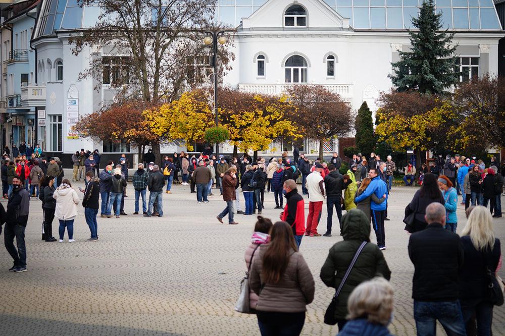 FOTO: V Žiline sa zišlo niekoľko stoviek ľudí na protest proti vládnym opatreniam, foto 17