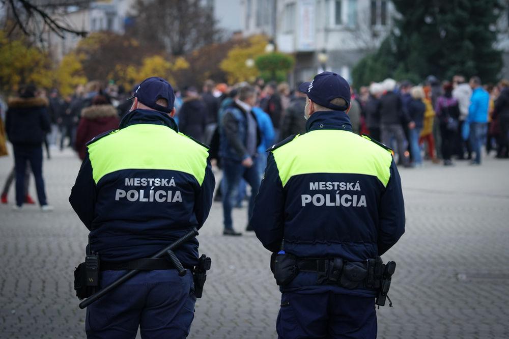 FOTO: V Žiline sa zišlo niekoľko stoviek ľudí na protest proti vládnym opatreniam, foto 18
