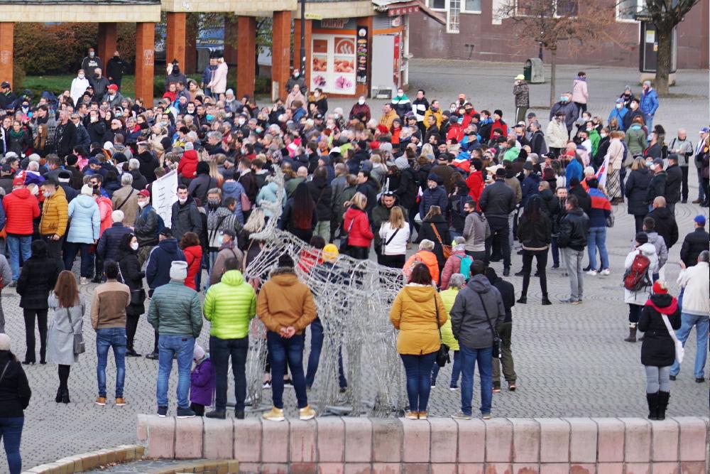 FOTO: V Žiline sa zišlo niekoľko stoviek ľudí na protest proti vládnym opatreniam, foto 23