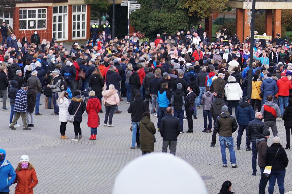 FOTO: V Žiline sa zišlo niekoľko stoviek ľudí na protest proti vládnym opatreniam, foto 21