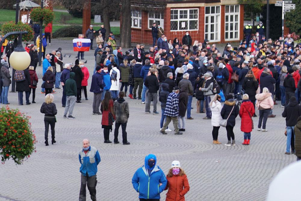 FOTO: V Žiline sa zišlo niekoľko stoviek ľudí na protest proti vládnym opatreniam, foto 20