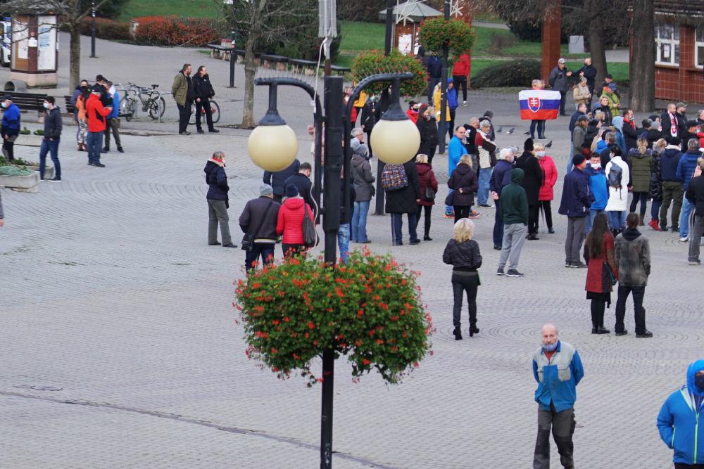 FOTO: V Žiline sa zišlo niekoľko stoviek ľudí na protest proti vládnym opatreniam, foto 19