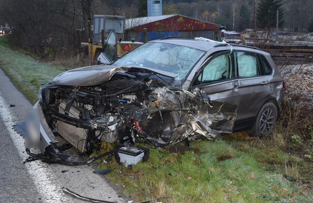FOTO: Na Liptove došlo k vážnej dopravnej nehode, vodič sa pri predbiehaní nestihol zaradiť, foto 3