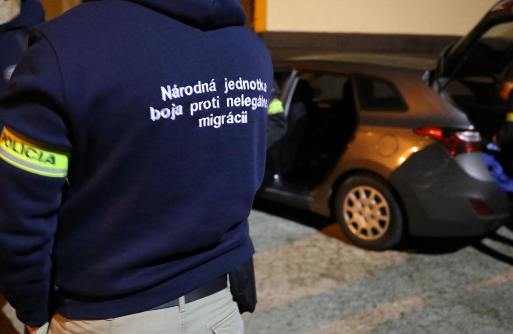 FOTO: Na viacerých miestach v Žiline zasahuje od skorého rána protiimigračná polícia, foto 7