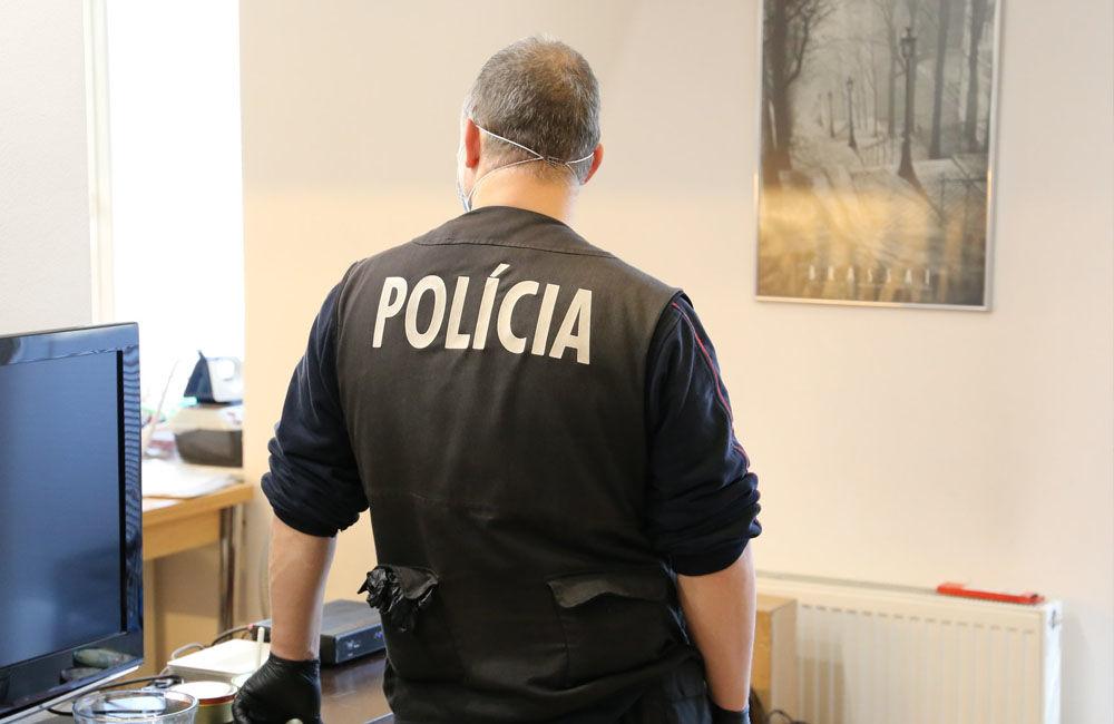 FOTO: Na viacerých miestach v Žiline zasahuje od skorého rána protiimigračná polícia, foto 4
