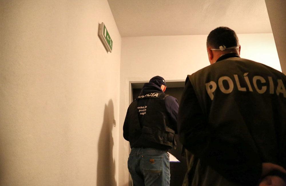 FOTO: Na viacerých miestach v Žiline zasahuje od skorého rána protiimigračná polícia, foto 2