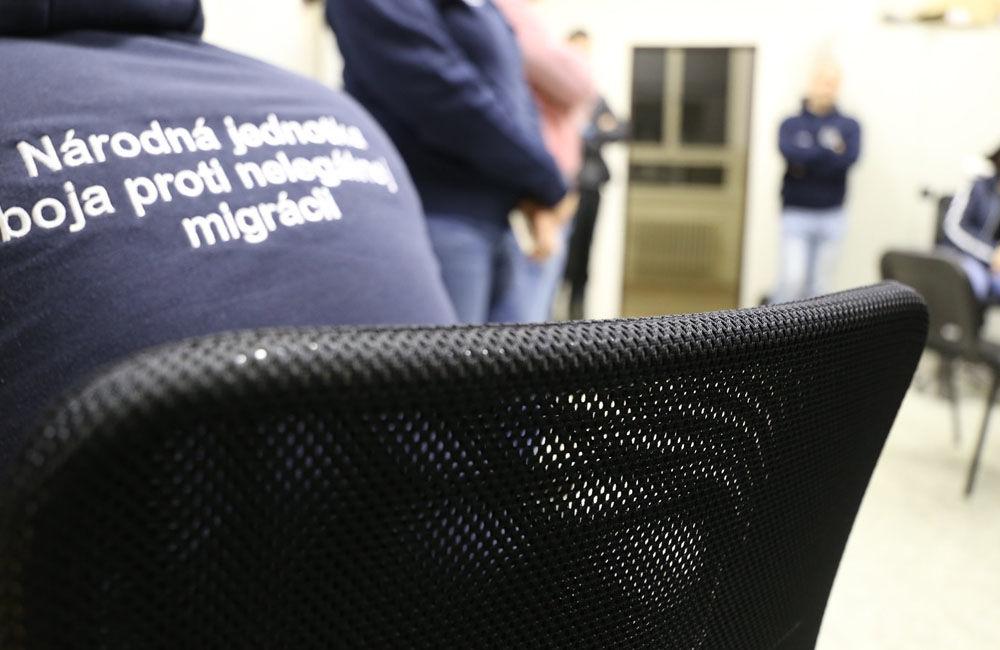 FOTO: Na viacerých miestach v Žiline zasahuje od skorého rána protiimigračná polícia, foto 1