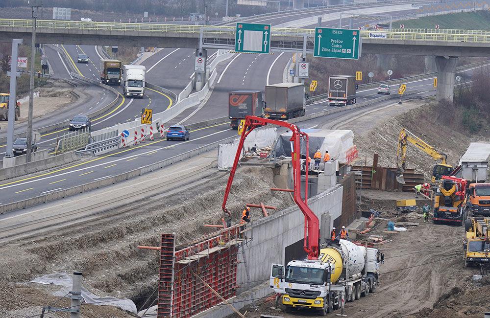 FOTO: Diaľničnú križovatku v Hričovskom Podhradí rozširujú krátko pred otvorením o nové jazdné pruhy, foto 4