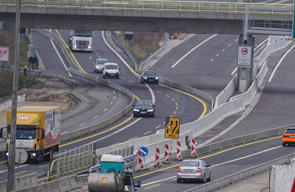 FOTO: Diaľničnú križovatku v Hričovskom Podhradí rozširujú krátko pred otvorením o nové jazdné pruhy, foto 1