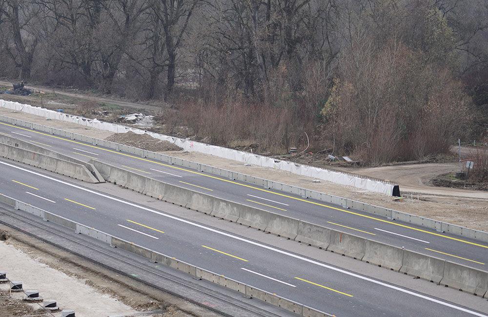 FOTO: Diaľničnú križovatku v Hričovskom Podhradí rozširujú krátko pred otvorením o nové jazdné pruhy, foto 6